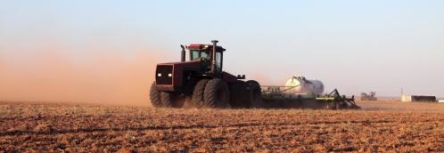 MK Landmaschinen Vertrieb Feldarbeit Traktor